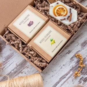 Zestaw prezentowy: 2 mydła naturalne (100g) + tabliczka zapachowa